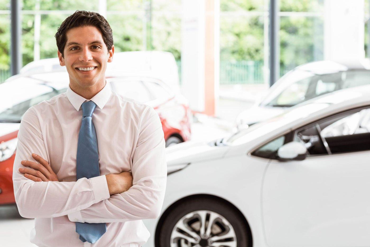 dealership-sales-team-member-1400